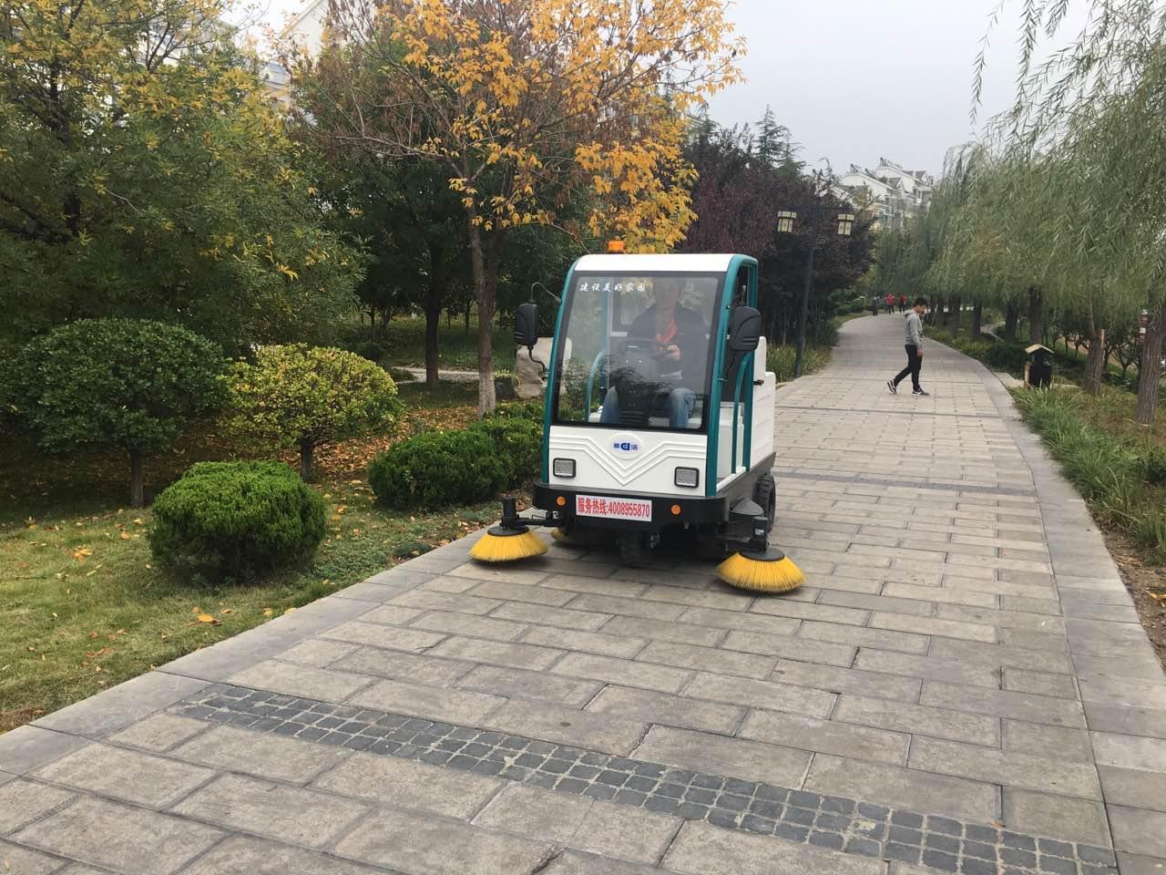 小型道路清扫车